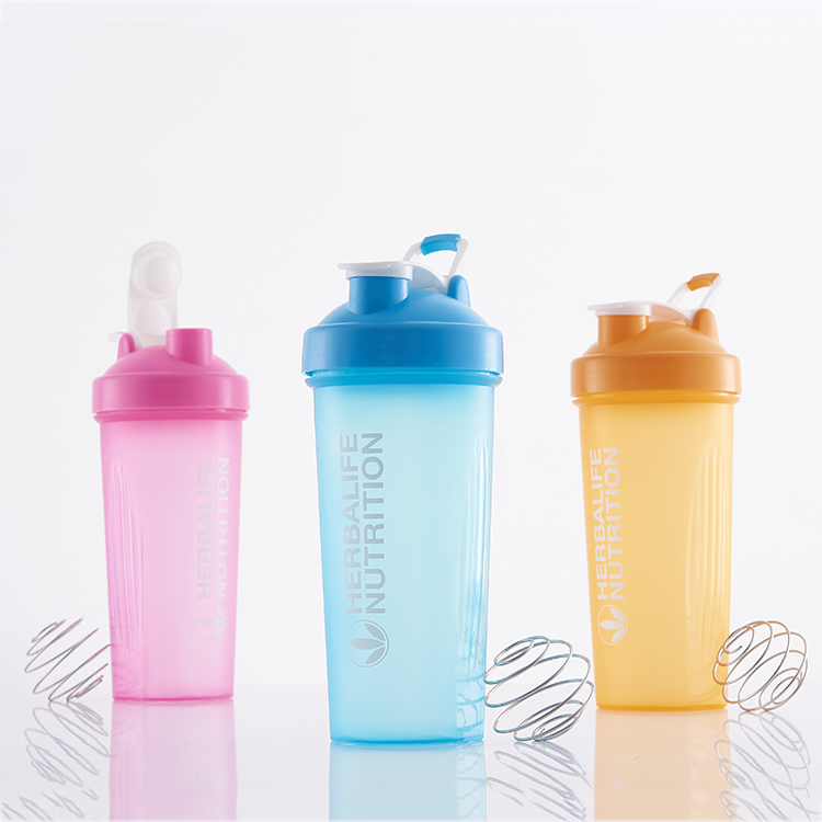 Large capacity plastic protein shaker bottle BPA free with ball