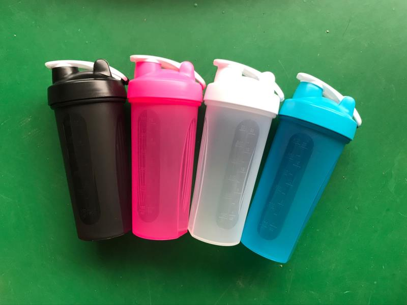 Custom 600ml protein shaker cup with handle,protein shaker bottle with metal ball